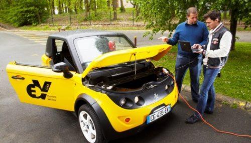 Le véhicule électrique Tazzari développé par le L2EP