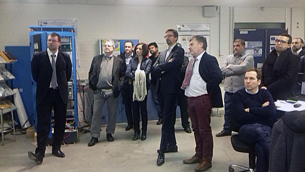 La délégation de RTE devant une « démo » du simulateur de la PF